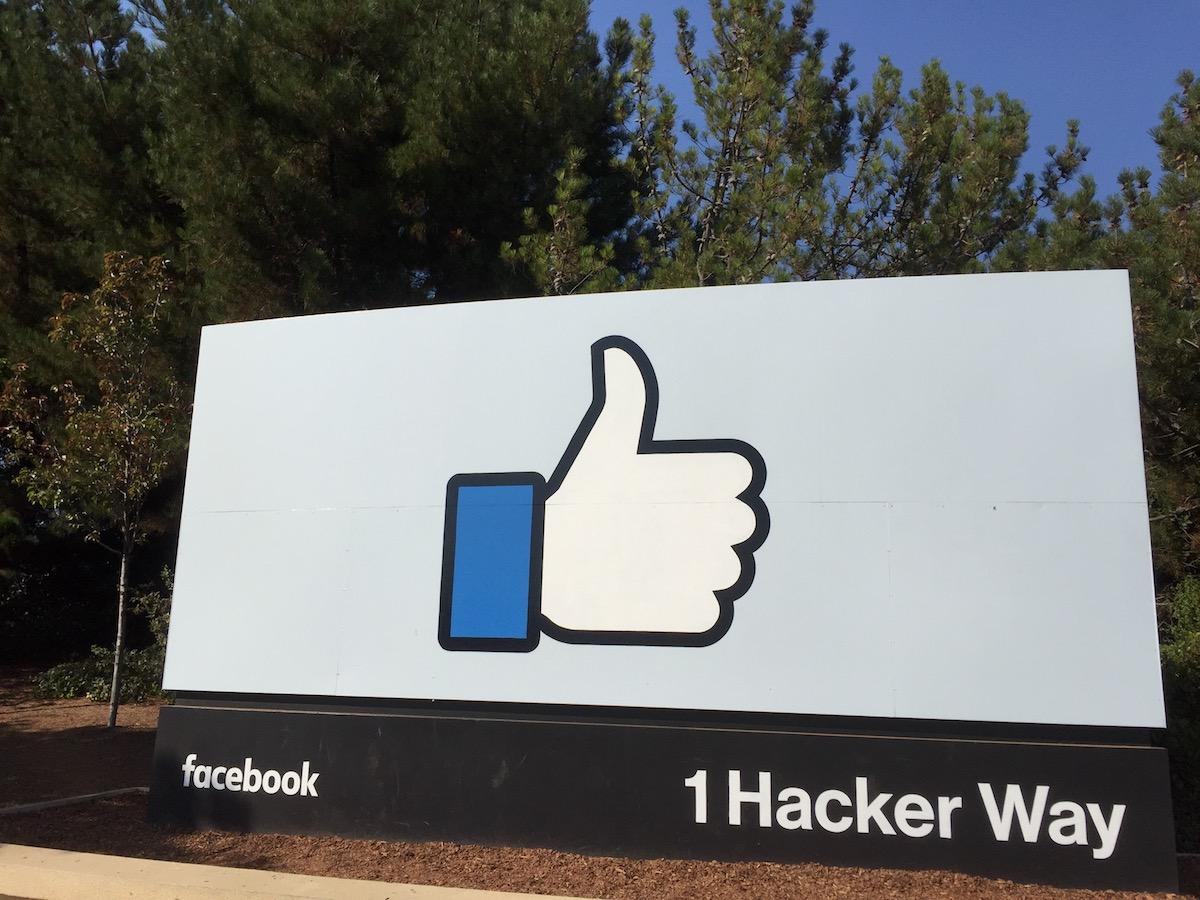 Quanto pesa davvero Facebook?